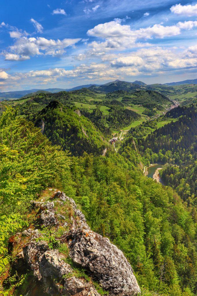 Krajobraz rozciągający się ze szczytu Sokolica, widoczny Dunajec